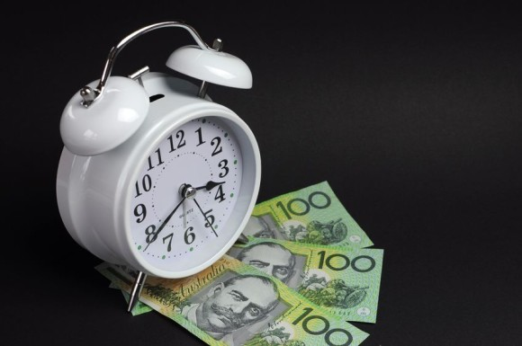 Clock and $100 notes representing hourly copywriting rates